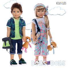 Nos encanta pasear con estas dos preciosas #muñecas de la marca alemana de #kidzncats ¿Te hace un paseo primaveral? #paseo #primavera #muñeca #cats