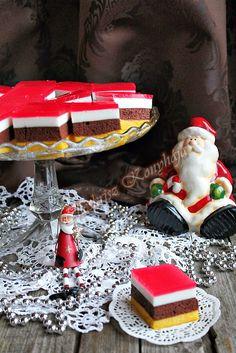 """Nem tipikus Karácsonyi sütemény, de engedve a csábításnak elkészült. A kislányom már hetek óta """"rágta a fülem"""" ez... Cake Cookies, Cupcakes, Something Sweet, Kid Friendly Meals, Coffee Drinks, Macarons, Sweet Recipes, Birthday Candles, Christmas Time"""