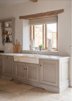 7 Kitchen Design Ideas to Learn from Luxurious Bespoke Kitchens! - Hello Lovely Modern rustic bespoke kitchen by Artichoke in Gloucestershire, England. Flemish design details, painted kitchen cabinetry, bronze hardware, and Bental White marble English Country Kitchens, Rustic Country Kitchens, Country Kitchen Designs, Modern Farmhouse Kitchens, Rustic Homes, Kitchen Rustic, French Farmhouse, Tuscan Kitchens, French Kitchens