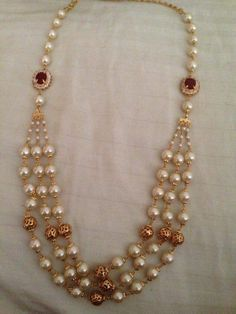 Pearl Necklace Designs, Jewelry Design Earrings, Beaded Jewelry Designs, Bead Jewellery, Temple Jewellery, Pearl Jewelry, Gold Jewelry Simple, Siri, Gold Pearl
