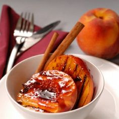 Grilled fruit recipes, like this grilled peach recipe, make excellent barbecue side dishes and desserts. Imagine the aroma of peaches, Amaretto, and vanilla wafting from your very own barbecue grill. Raspberry Recipes, Raspberry Sauce, Red Raspberry, Grilled Fruit, Grilled Peaches, Grilled Desserts, Healthy Desserts, Just Desserts, Dessert Recipes