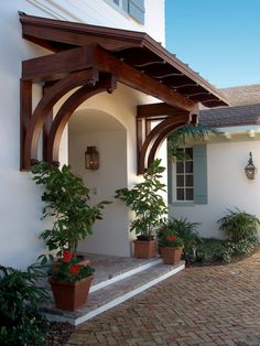 Enchanting Exterior Design in a Classic House : Beautiful Classic Entry Design British West Indies Residence