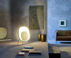 """Für """"Stewie"""" wurde Designer Luca Nichetto von einem an der Wand lehnenden Waschbecken inspiriert. Angeschaltet wirkt die Leuchte allerdings eher wie ein..."""
