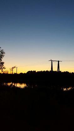 Kraftforsyning i solnedgang ved Storsjøen, Nord-Odal, Norge