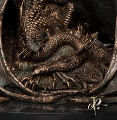 Smaug sculpture from WETA