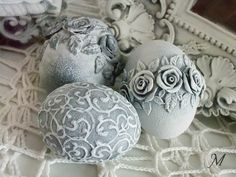 Bildergebnis für pisanki w stylu vintage Egg Crafts, Easter Crafts, Diy And Crafts, Handmade Ornaments, Holiday Ornaments, Easter Table, Easter Eggs, Christmas Balls, Christmas Crafts