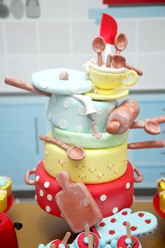 Amor a primeira vista por esta Festa Mini Chef!!Imagens Dalli Decorações e Eventos.Lindas ideias e muita inspiração.Bjs, Fabíola Teles.Mais ideias lindas: Dalli Decorações e Eventos.Peças: ... Food Cakes, Kids Cooking Party, Chef Party, Masterchef, Mini Craft, Mickey Party, 7th Birthday, Cake Recipes, Biscuits