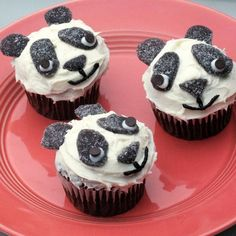 Panda Bear Cupcakes || Chinese emperors sometimes kept pandas as pets. Your little princess will feel just like Mulan with these sweet panda treats.