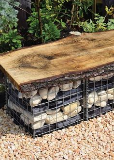 Modern garden bench made with gabion basket. Stone Landscaping, Privacy Landscaping, Backyard Privacy, Wall Bench, Diy Bench, Fireplace Garden, Fireplace Wall, Banco Exterior, Gabion Wall Design