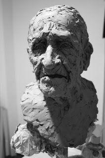 Gil Gijón Bastante: Esculturas en proceso. Modelado en barro.