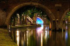 Donker+Utrecht+-+Doorkijkje+onder+Jacobibrug+over+Oudegracht