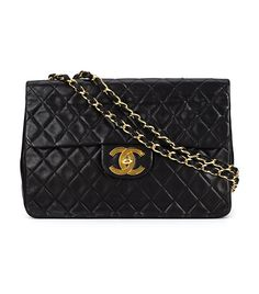 Shop pre-owned designer bags at Farfetch & discover timeless legends from Chanel, Louis Vuitton & more. Enjoy fast shipping when you shop for vintage bags. Chanel Purse, Chanel Handbags, Black Handbags, Chanel Boy Bag, Vintage Purses, Vintage Bags, Vintage Handbags, Vintage Items, Chanel Shoulder Bag