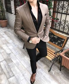 Monopetto uomo in camicie stile italiano slim fit outfits мужской Mens Casual Suits, Dress Suits For Men, Stylish Mens Outfits, Formal Suits For Men, Blazers For Men Casual, Suit Styles For Men, Mens Blazer Styles, Mens Suits Style, Formal Dresses For Men