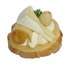 Bezlepkové kanapky - minipaletka sýrů (Kanapky - jednohubky) - Složení: bezlepkové bagetka, Rama, eidam, uzený eidam, Lučina, hermelín, mandle, kudrnka.