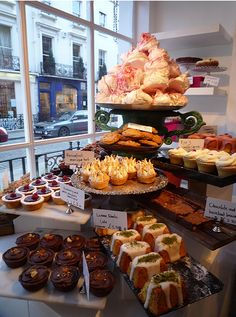 Ottolenghi in Islington Bread Display, Cafe Display, Bakery Display, Bagel Bar, Cake Stall, Bakery Interior, Bakery Cafe, Bakery Shops, Coffee Shop Design