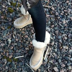 These #mou boots will keep your feet warm! Search for 134023 at wakakuu.com. #wakakuu