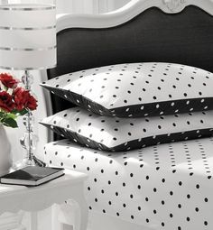 High Contrast Bedroom Decorating with Modern Bedding Sets in Black and White black and white decorating ideas, black white bedding fabric Black White Bedding, Black And White Interior, White Bedroom, Black Decor, White Decor, Polka Dot Bedding, White Cottage, Bed Sheets, Bedding Sets