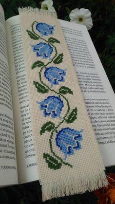 semne de carte cusute pe etamina - Căutare Google Cross Stitch Designs, Cross Stitch Patterns, Cross Stitch Bookmarks, Crochet Stitches, Hand Embroidery, Elsa, Needlework, Crafts, Bookmarks