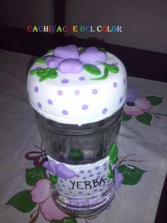 Frasco decorado con porcelana fria..