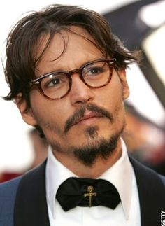 As you can tell by looking at the remarkable Johnny Depp in the photograph at the start of this piece, the right pair of vintage eyeglass frames for men can have an amazing effect. They can make you look sophisticated, intelligent and sexy. Geek Glasses, Ray Ban Mens Glasses, Men In Glasses, Divas, Eyeglass Frames For Men, Nerd Chic, Actrices Hollywood, Hot Actors, Ray Ban Sunglasses
