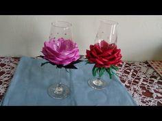 DIY. Taça para festa. decorada com rosa de E.V.A - YouTube Flower Crafts, Diy Flowers, Fabric Flowers, Paper Flowers, Diy Wine Glasses, Decorated Wine Glasses, Craft Stick Crafts, Diy And Crafts, Flower Pens