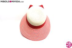 Sombrero Color Blanco Y Coral, de MBMV. Ideal para la playa por su gran visera frontal.