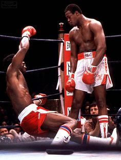 Larry Holmes doing what he did best!