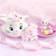 The Disney Marie Aristocats homewares and accessories range at Primark. Disney products at Primark. All Things Cute, Girly Things, Girly Stuff, Vintage Disney, Vintage Pink, Pretty Backrounds, Marie Cat, Gata Marie, Disney Cats