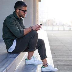 spring outfit inspiration men   urban style   casual outfit men   perfect for our SOLSTICE big grey   Fitz & Huxley   www.fitzandhuxley.com
