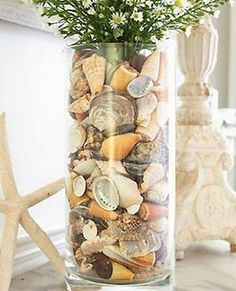 25 Sea Shell Crafts… love the bottom one in the pic! 25 Sea Shell Crafts… love the bottom one in the pic! Seashell Art, Seashell Crafts, Beach Crafts, Diy And Crafts, Seashell Wedding, Seaside Wedding, Wedding Summer, Vases Decor, Table Centerpieces
