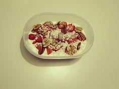 Happy Start! Heerlijk ontbijt met aardbeien en walnoten. Klik hier voor het recept. Acai Bowl, Breakfast, Food, Acai Berry Bowl, Morning Coffee, Essen, Meals, Yemek, Eten