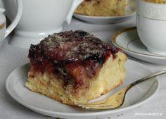 Placek drożdżowy z dżemem z owoców czarnego bzu i kruszonką (Yeast cake with elderberry crumble)