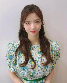 Hyun Soo, Art School, Floral Tops, Kpop, Instagram, Penthouses, South Korea, Women, Kdrama