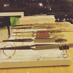 """Top Jewelry Making Tip Of 2019 On Metalsmith Society TIP OF THE YEAR 🏆 Here is a soldering tip from Marion wild – """"I use binder clips on the ends Handmade Jewelry Box, Diy Jewelry, Jewelry Design, Jewelry Dish, Jewelry Stand, Jewelry Findings, Earrings Handmade, Binder Clips, Soldering Jewelry"""