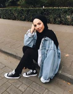 52 New Ideas for dress casual modest converse – Hijab Fashion Modern Hijab Fashion, Street Hijab Fashion, Hijab Fashion Inspiration, Muslim Fashion, Fashion Outfits, Fashion Heels, Casual Hijab Outfit, Hijab Chic, Casual Dresses