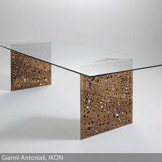 Die Originalität und die Verarbeitung der Beine sind der wahre Blickfang des Tisches Riddled, der das Thema der Porosität, das bei vielen Architekturprojekten …
