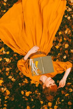 Re-Creating the Book Cover: Anne of Avonlea - A Clothes Horse Source by tasukete autumn Orange Aesthetic, Autumn Aesthetic, Aesthetic Photo, Fantasy Photography, Autumn Photography, Girl Photography Poses, Dreamy Photography, Old Dress, Model Tips