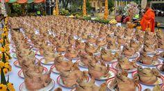 水果商頌巴以300顆豬頭作為還願謝禮,上百顆豬頭一上桌,氣勢浩大~(照片取自www.thairath.co.th)