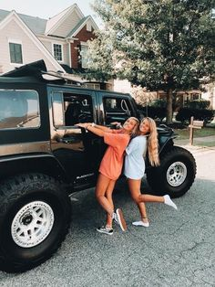 There's no one like your BFF! They will always have your back and get you through the good & the tough times. Here some cute phot ideas for that BFF goal! Cute Friend Pictures, Best Friend Pictures, Cute Photos, Cute Pictures, Friend Pics, Vsco Pictures, Bff Pics, Best Friend Goals, My Best Friend