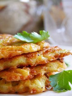 Sio-smutki: Placki ziemniaczane z porem i mozzarellą Polish Recipes, Great Recipes, Polish Food, Romanian Food, Mozzarella, Kids Meals, Food To Make, French Toast, Bacon