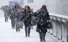 Administratia Nationala de Meteorologie (ANM) va emite, marti, o avertizare de vant puternic, valabila pentru intervalul miercuri dimineata-joi la pranz, si cod galben pentru zona Olteniei, precum si