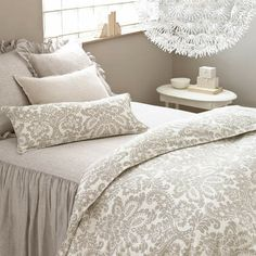 PINE CONE HILL - Bedding.................................. GRADATION EXPLORE THE INTERPLAY BETWEEN SHADES OF GREY, IN STRIKING PATTERNS AND LUXE, TOUCHABLE TEXTURES.