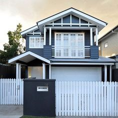 Top marks for the bold colour choice on this lovely Hamptons style weatherboard…