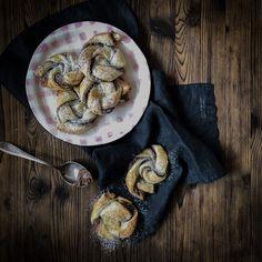 Nutella Blätterteig Schnecken - Düsentrieb's Kitchen Rezept - Famous Last Words Breakfast Recipes, Dessert Recipes, Desserts, Baby Snacks, Happy Foods, Kitchen Recipes, Finger Foods, Brunch, Food And Drink