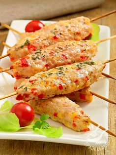 Chicken and pepper kebabs. My Favorite Food, Favorite Recipes, Pan Relleno, Pollo Chicken, Mediterranean Recipes, Food Presentation, Easy Cooking, Italian Recipes, Appetizer Recipes