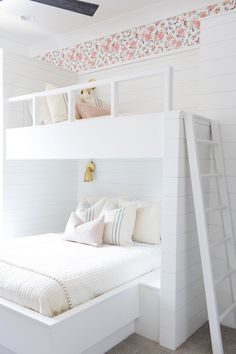 Neutral Girls Room Inspo, Shiplap, Brass, Blush, Wallpaper via Chantal Cast.desi… - All About Decoration Bunk Beds For Girls Room, Bunk Bed Rooms, Bunk Beds Built In, Cool Bunk Beds, Bunk Beds With Stairs, Kid Beds, White Bunk Beds, Built In Beds For Kids, Room For Two Kids