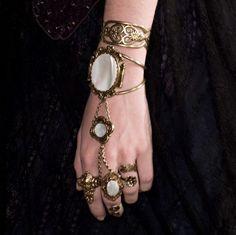 hmmmmm.... a lady illyrian's siphons