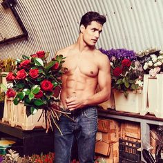 It maybe cold outside but it's all nice and warm in simon lycett's flower workshop. Meet Staz our Niemierko Cupid this Valentines he'll be delivering red roses to 12 lucky #NiemierkoValentines competition winners. You can still enter by emailing what your ideal date with mark niemierko would be to valentines@niemierko.com ❤️