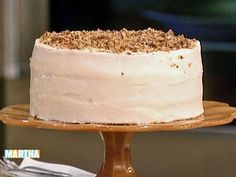 Watch Martha Stewart's Paula Deen's Hummingbird Cake Video. Get more step-by-step instructions and how to's from Martha Stewart.