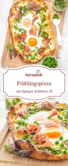 Spargel Rezepte: Frühlingspizza mit Spargel, Schinken, Ei und Bärlauch Pesto von herzelieb.